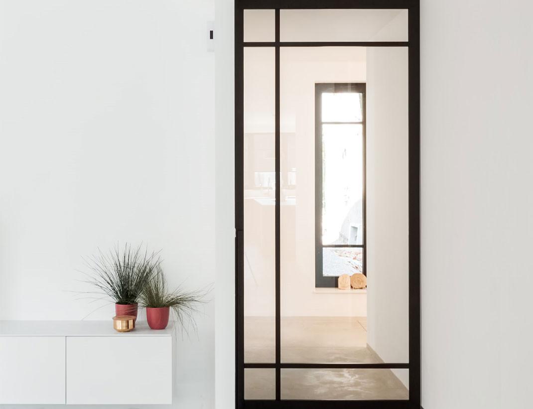 "Pivot Doors Model ""SVING"" Glass with customized rungs"