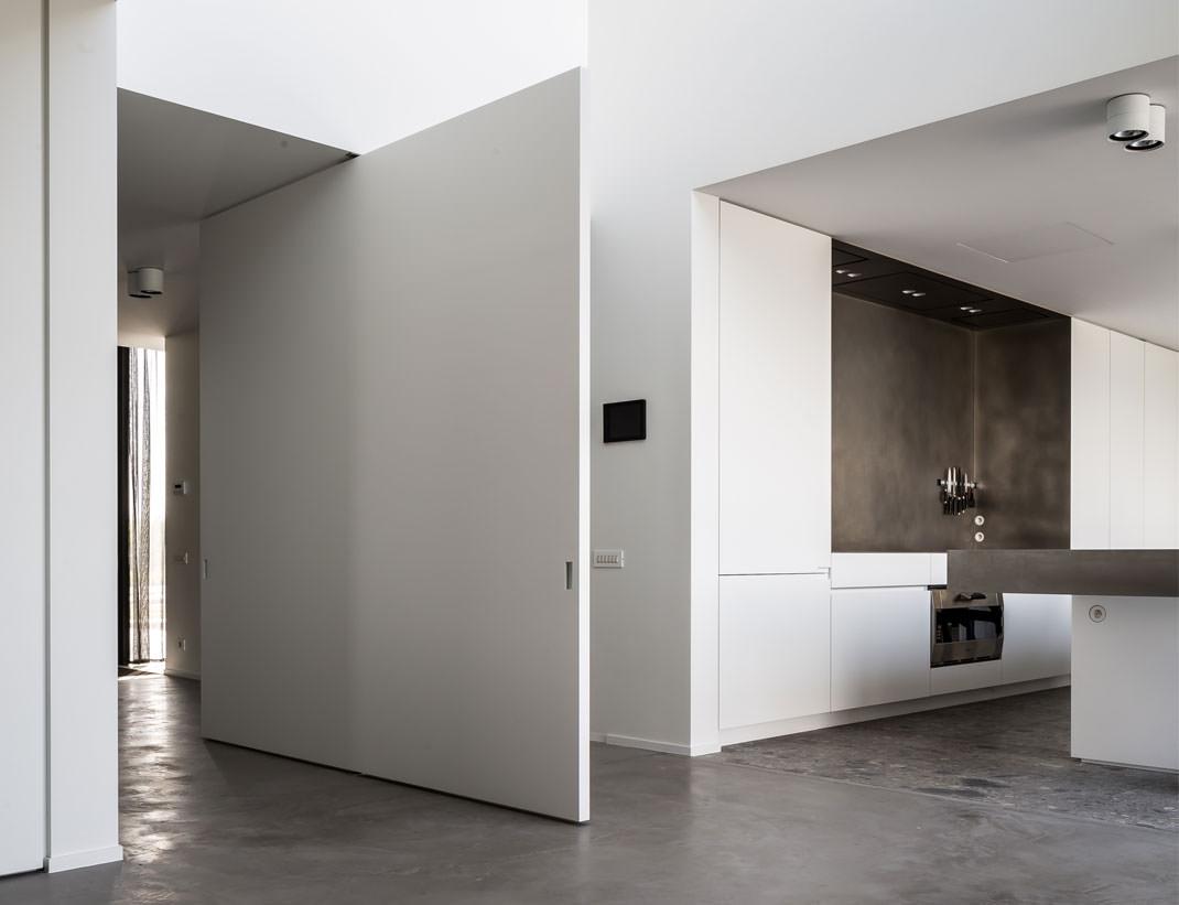 "Pivot Doors Model ""SVING"" lacquered"