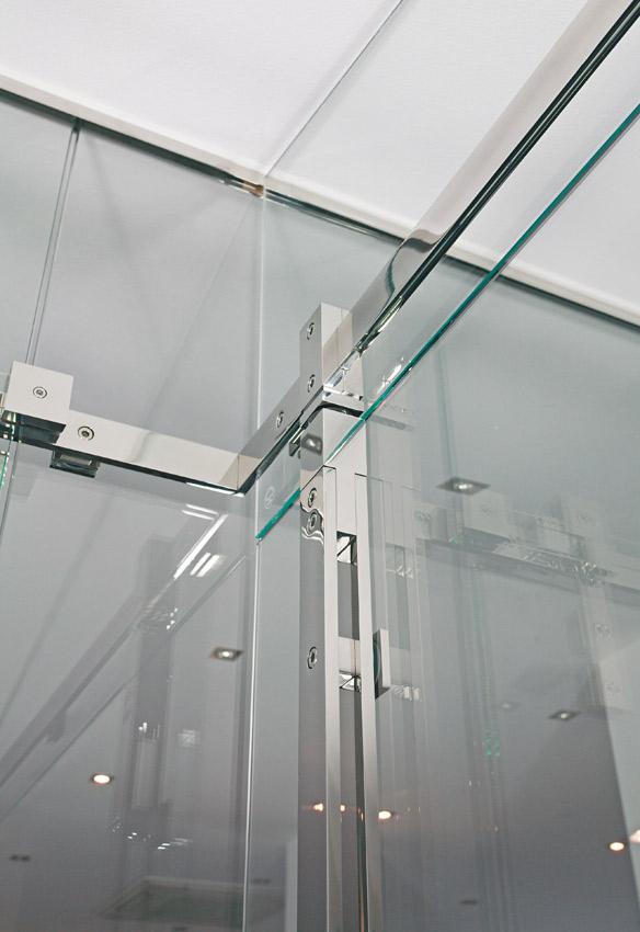 """Pivot Door Model """"Akzent"""" Shower System"""